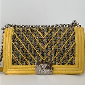 Chanel boy yellow color .Good condition